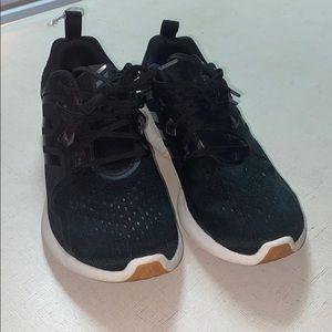 Adidas sneaker women's size 9